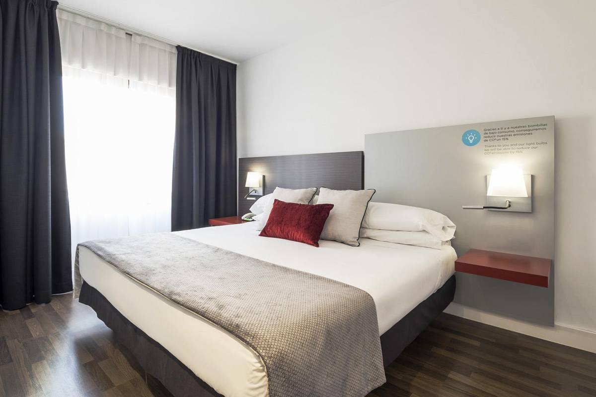 Chambre ilunion suites madrid hotel ilunion suites madrid