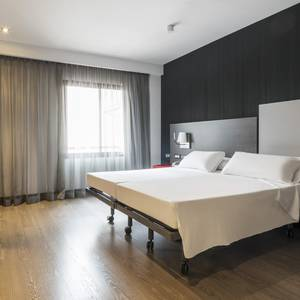 Chambre accessible Hotel ILUNION Suites Madrid Madrid